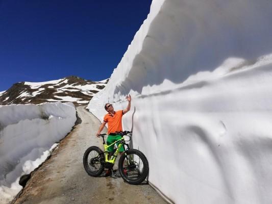 Mountainbiken im Montafoner Frühling mit Schnee